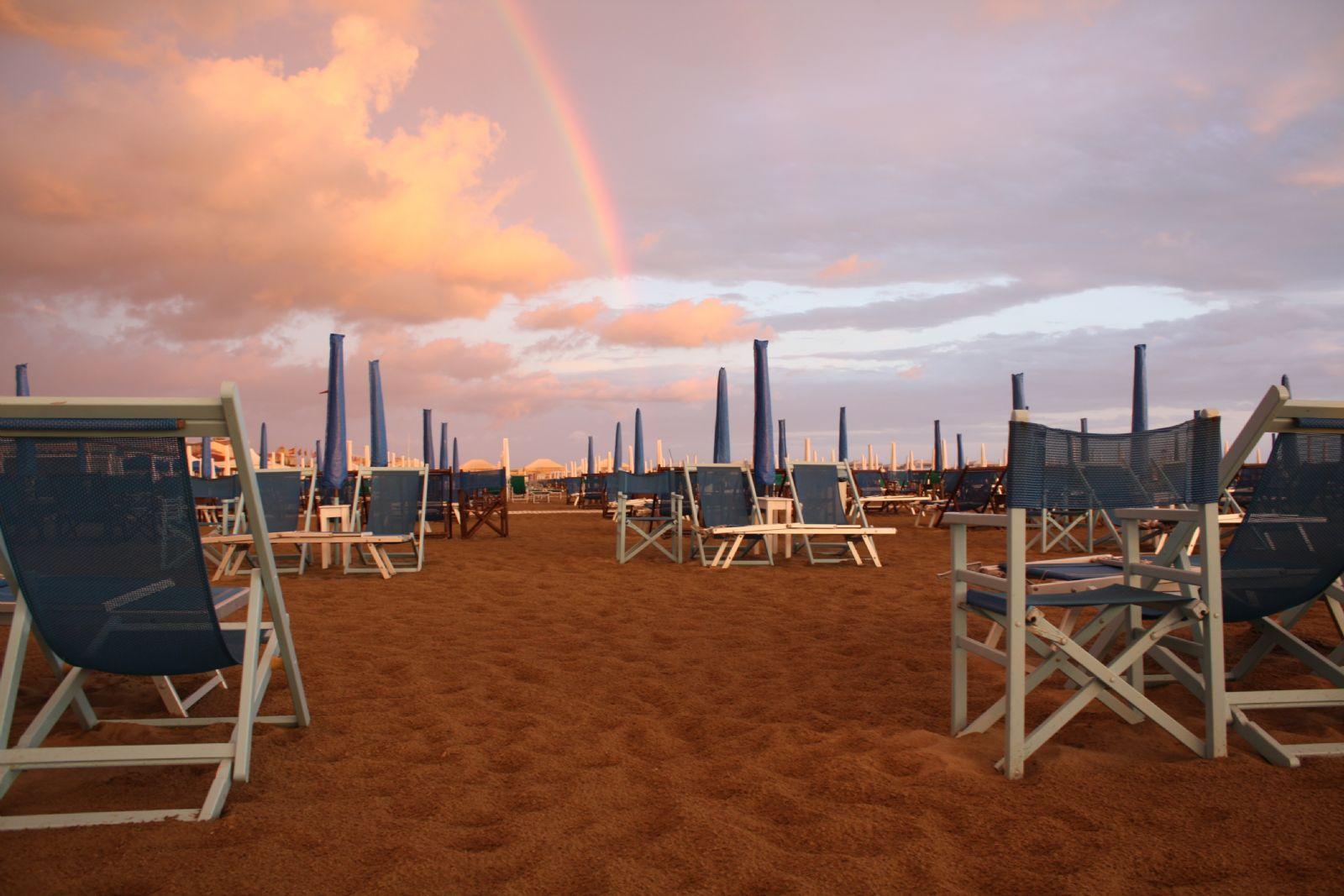 Prezzi spiaggia 1 ombrellone più 2 lettini Viareggio