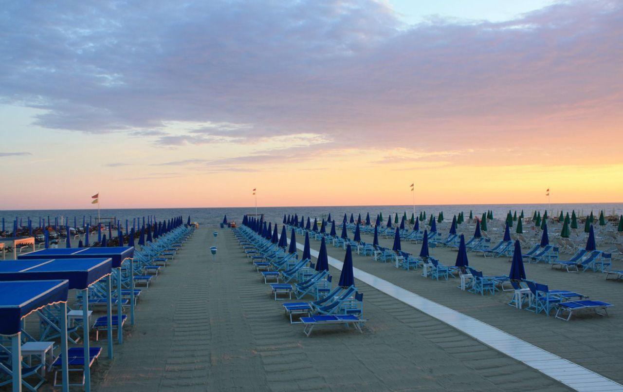 Appartamenti sul mare a viareggio chalet sul mare - Bagno genova viareggio ...